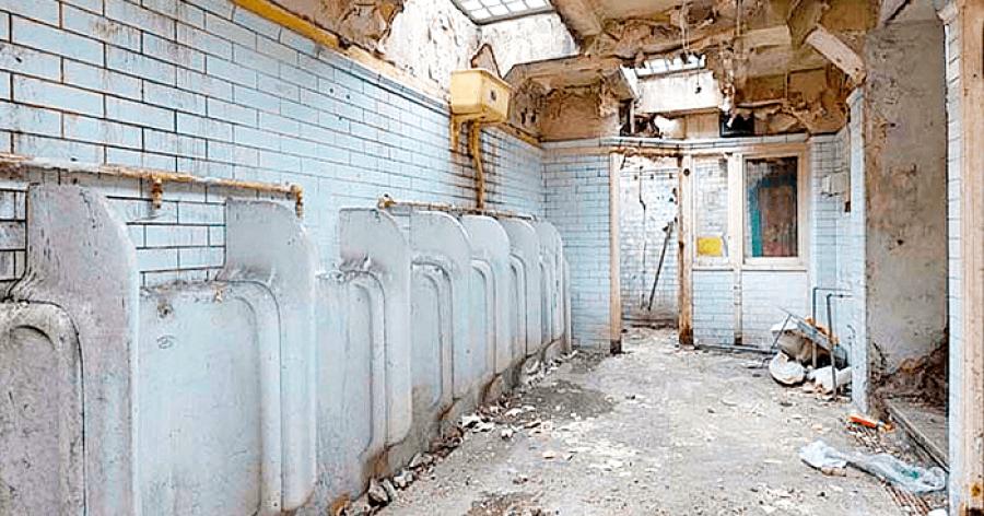 A nő vásárolt egy régi nyilvános WC-t és egy valódi álomotthont alakított ki belőle!
