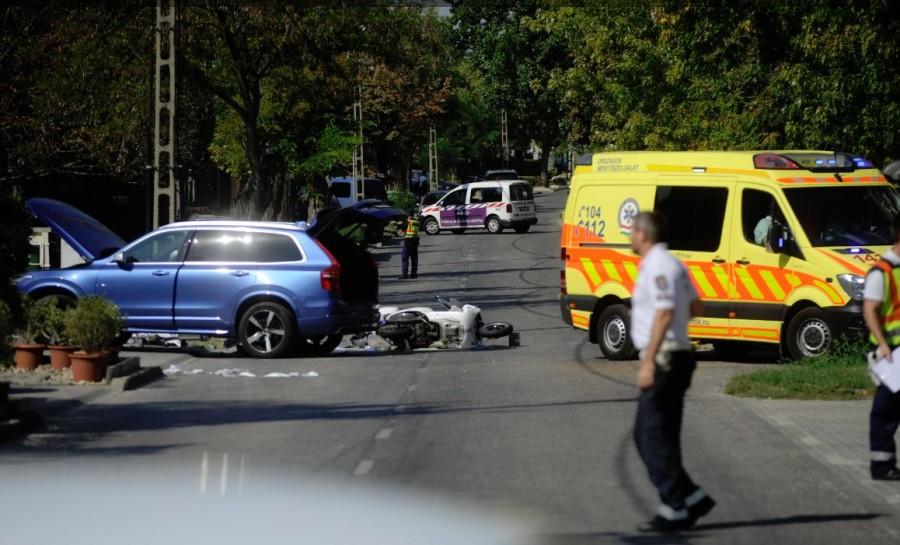 Megrázó fotó: az autó alá szorulva halt meg egy ember Budapesten
