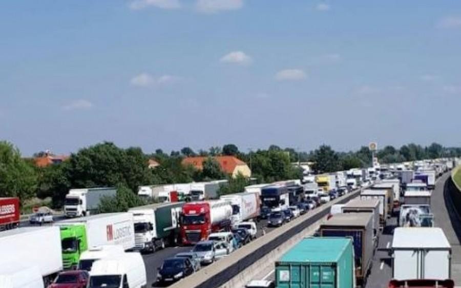 A legrosszabbkor történt: 7 jármű torlaszolja el az autópályát