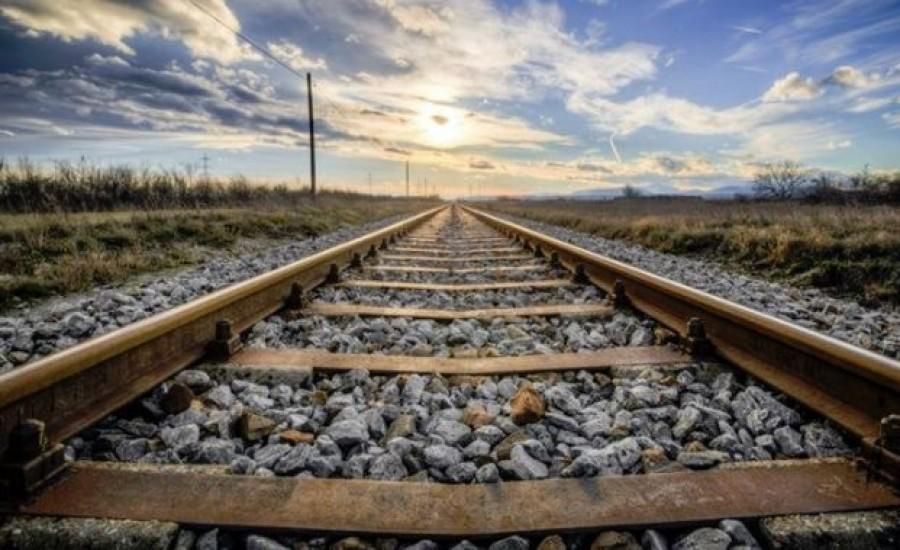 Kézen fogva lépett a vonat elé a két kislány, szörnyethaltak