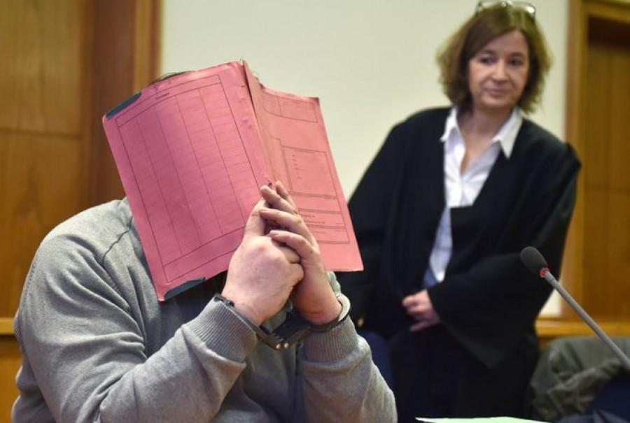 Száz beteg megölésével vádolnak egy ápolót