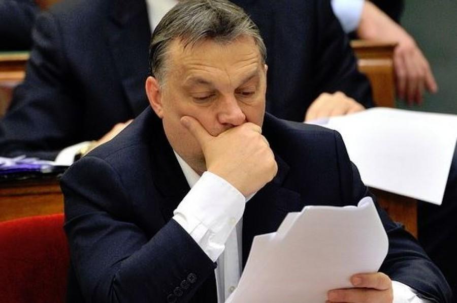 Embercsempészet miatt feljelentették Orbán Viktort
