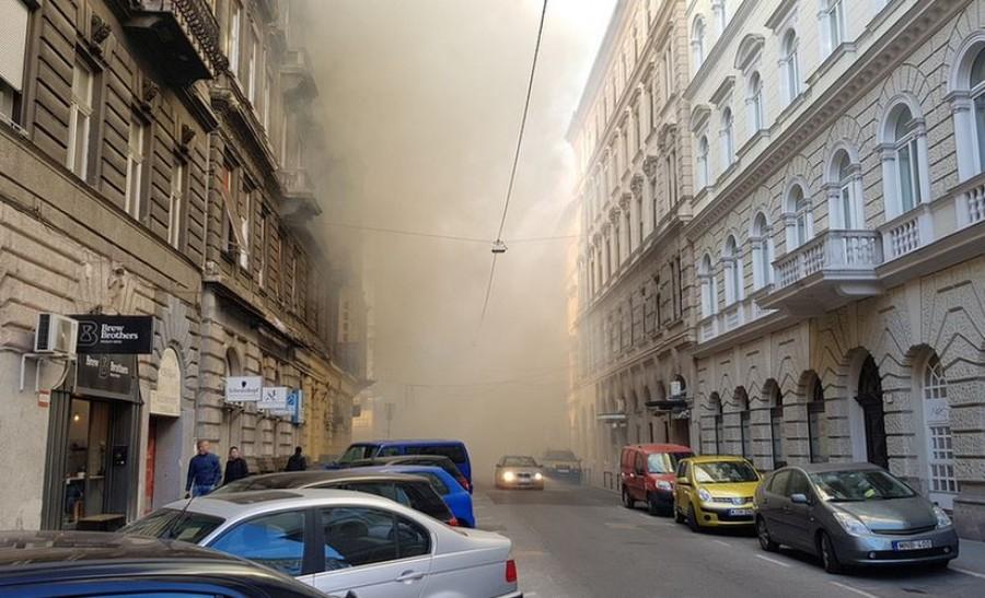 Itt vannak az első fotók a Teréz körúti tűzről, amelyben Gyurcsány Ferenc irodái is megsemmisültek