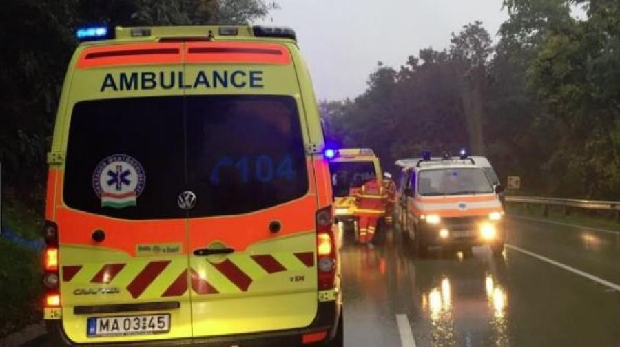FRISS: Fának csapódott egy utasokkal teli busz a Mátrában