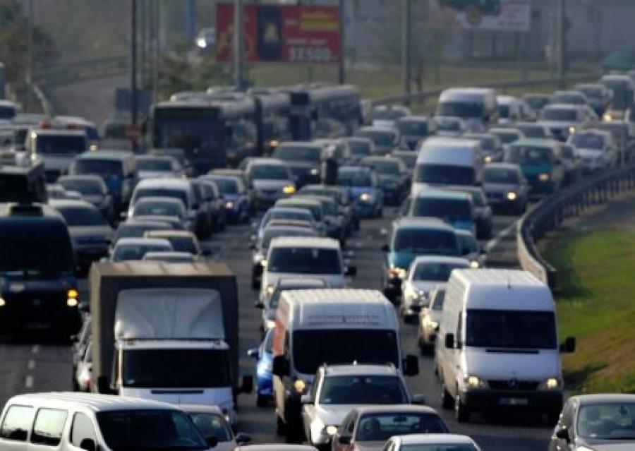 Rendkívüli hír: több autó rohant egymásba Budapesten. Hatalmas dugó!