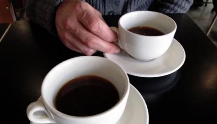 A férj egész életében sóval itta a kávét. Csak halála után derült ki, hogy miért.
