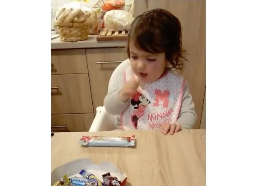 Magyar kislány az internet új sztárja! Nem hiszel a szemednek mit kér a kislány a finom csokik helyett!