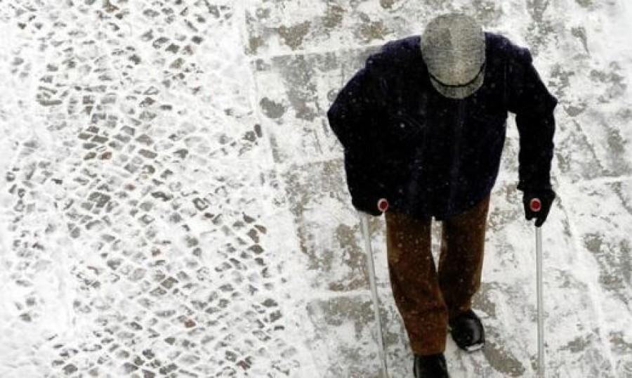 8 jó tanács, hogy ne ess el a havas, csúszós felületeken