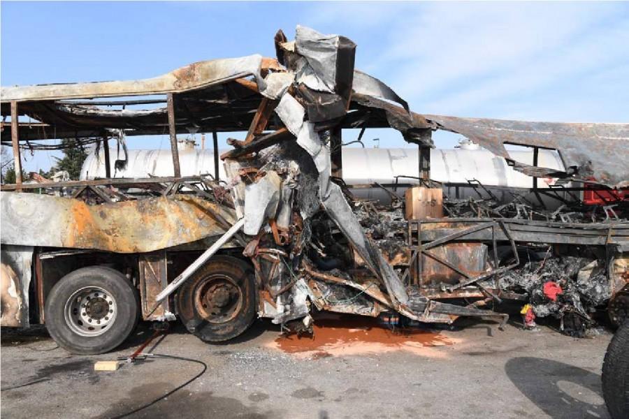 A buszon nyereségvágyból elvégzett átalakítások emberek életét oltották ki!