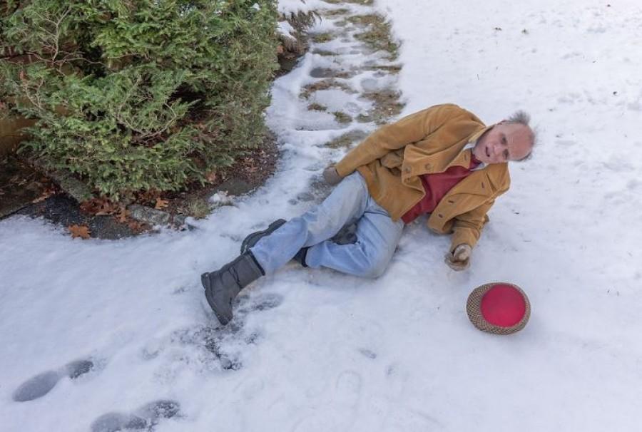 Kinéztem az ablakon, és csak annyit láttam: egy idős ember fekszik a hóban