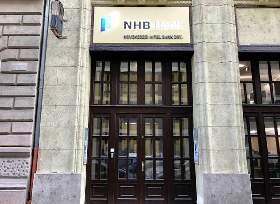 Pánikolnak a bank ügyfelei: 30 napra korlátozzák a készpénzkifizetést