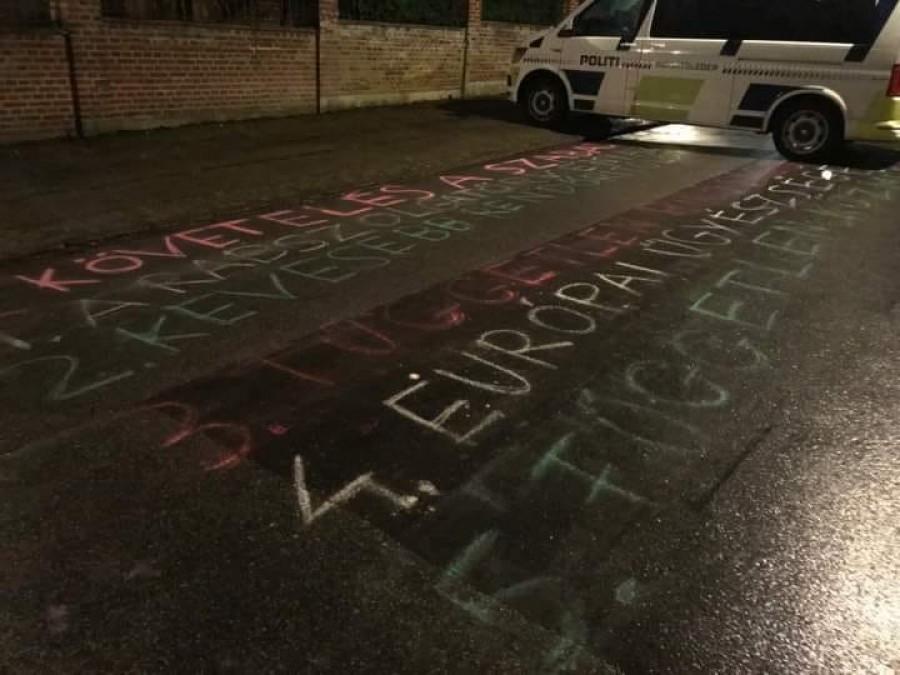Kamionnal hajtanak közéjük - ezzel fenyegette meg a tüntető magyarokat