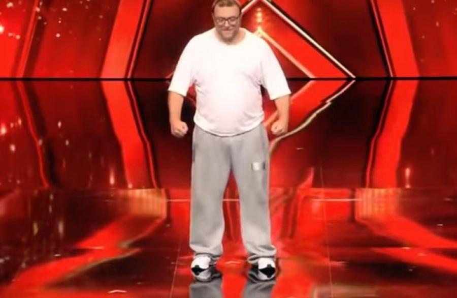 Ne tévesszen meg az első benyomás: ez a túlsúlyos férfi úgy táncol, hogy leesik az állad