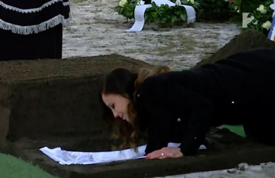 Eldöntötte:  Vajna Tímea mégegyszer eltemeti férjét