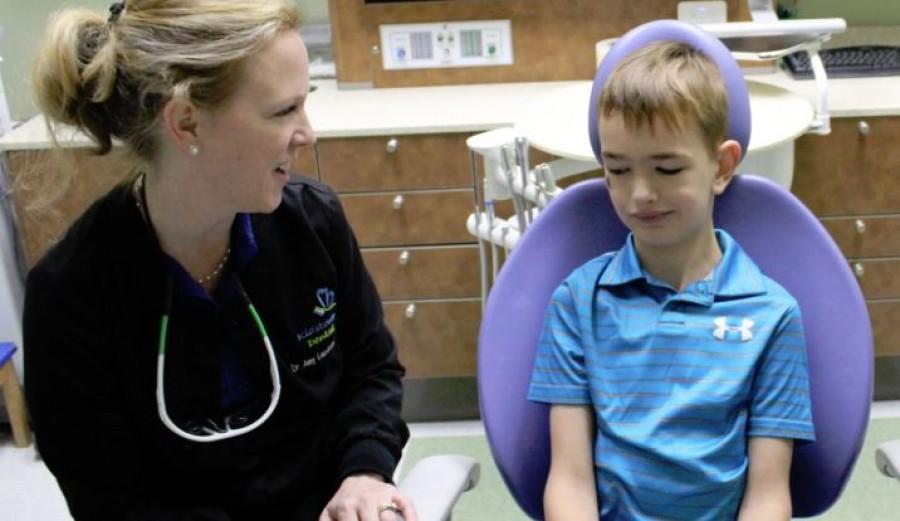 6 éves koráig nem beszélt a fiú. Aztán a fogorvos belenézett a szájában ...