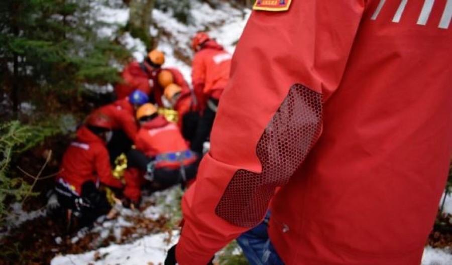 Tragédia: Meghalt egy 3 éves kislány, amikor egy autó a patakmederbe zuhant
