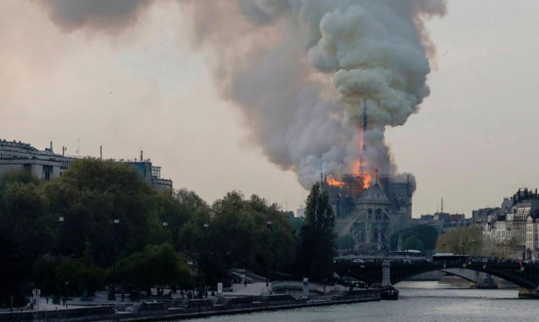 Az egész világ döbbenettel figyelte a Notre-Dame Székesegyház lángjait