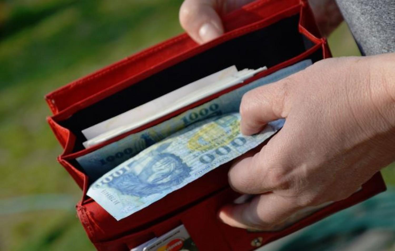 Csúnyán megverik a fizetések a nyugdíjakat