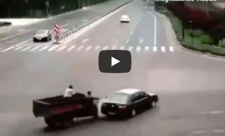 A világ legbizarrabb balesete, ami egy egyszerű koccanásként indult (videó)