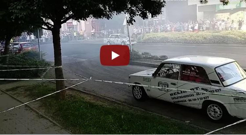 A nézők közé csapódott egy autó a tótkomlósi rallyn (videó)