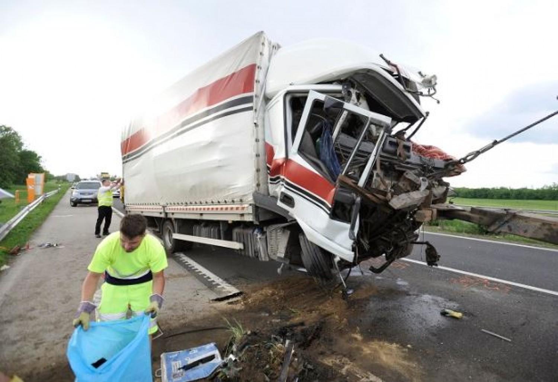 Szomorú statisztika a hétvégi  halálos balesetekről
