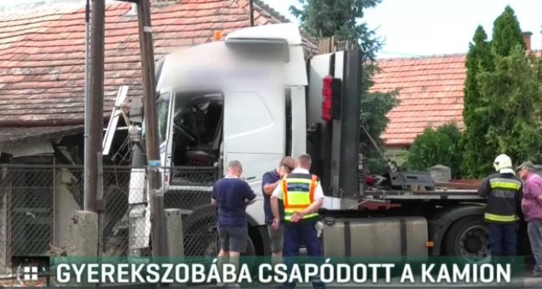 Ebédelt a solti család, amikor egy kamion csapódott a gyerekszobába