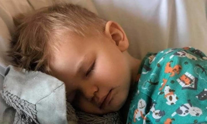 Mindenkit figyelmeztet az anyuka: majdnem meghalt a kisfiú a pattogatott kukorica miatt