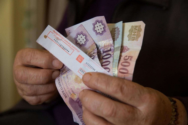 Jó hír: akár ennyivel is nőhet a nyugdíj