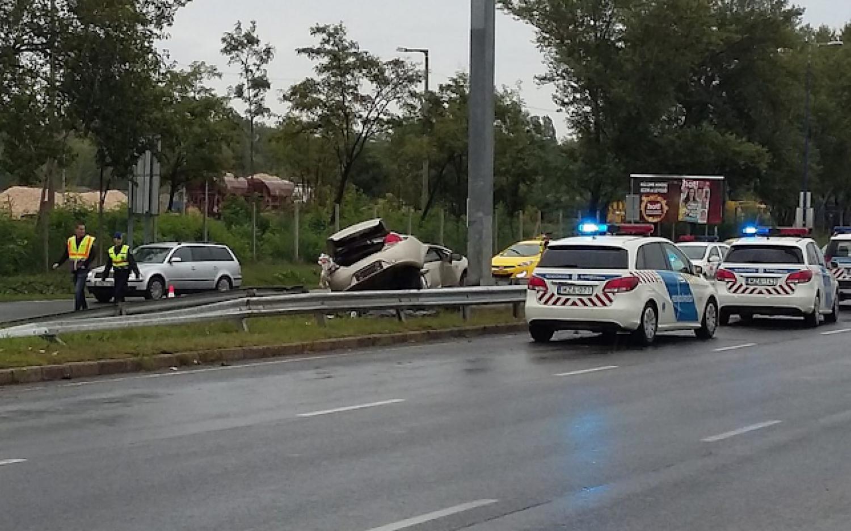 Tegnap hajnalban történt! Telefonon hívták a szüleimet, majd közölték velük, hogy súlyos közúti balesetet okoztam...