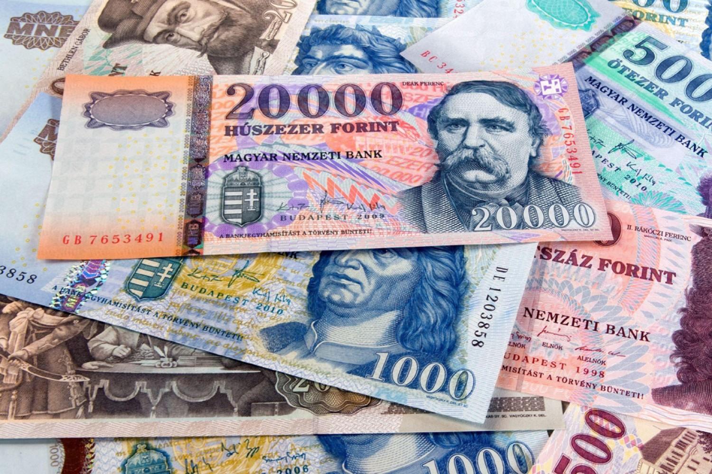 Tízezreket kapnak vissza ettől a banktól a bankszámlás ügyfelek