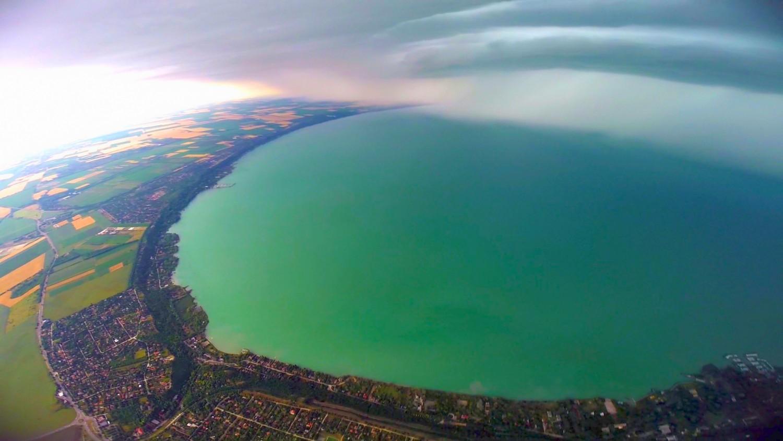 Páratlan jelenséget észleltek a Balatonnál (videó)
