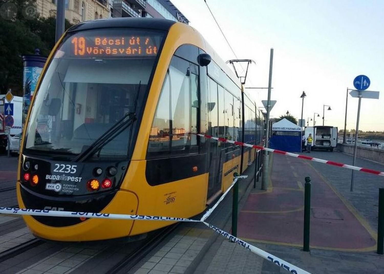 Tragédia: a családja szeme láttára gázolt halálra egy kerékpárost a villamos Budapesten