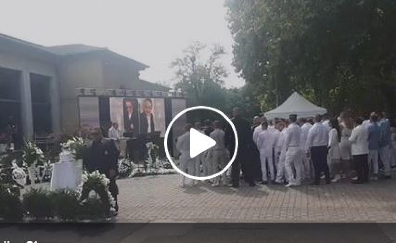 Videó L.L. Junior kisfiának temetéséről