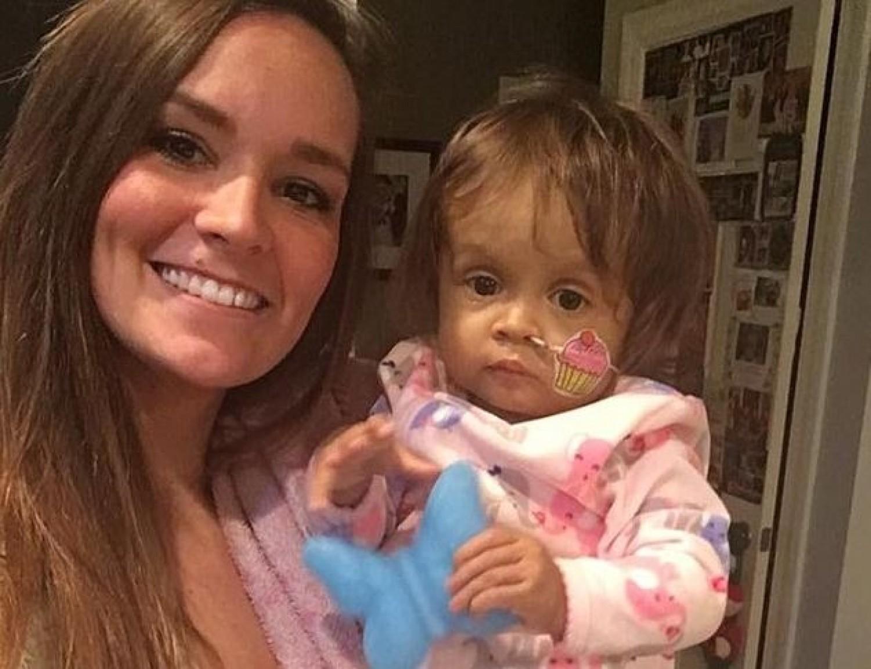 A 22 éves nőt felfogadták, hogy gondoskodjon a babájukról. De a szülők soha nem számítottak arra, hogy mit fog tenni.