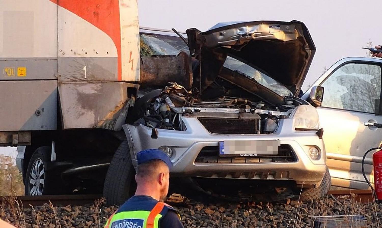 Friss: megjöttek a fotók a súlyos vonatbalesetről