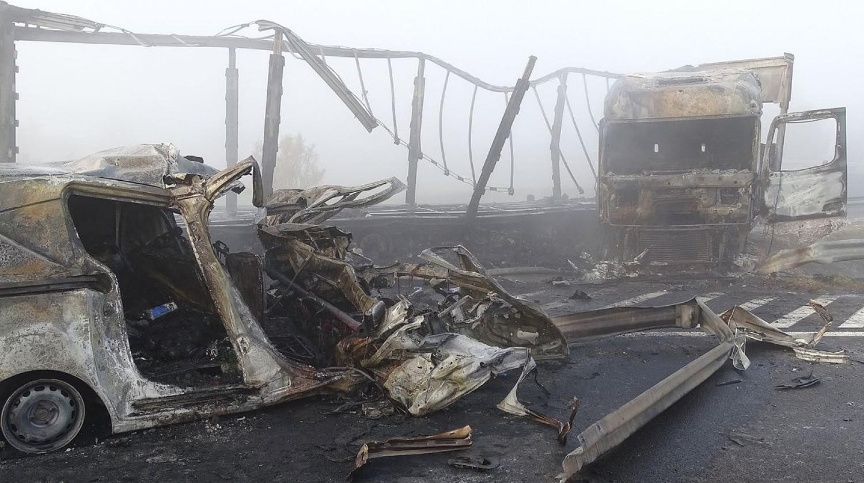 Horrorbaleset az M5-ösön: hét halálos áldozat egyetlen balesetben