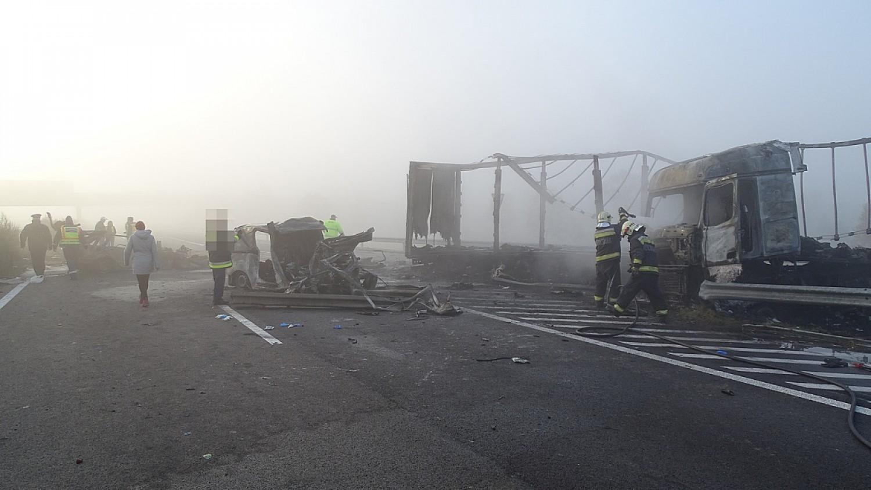 Kiderült, kik haltak meg az M5-ösön történt horrobalesetben