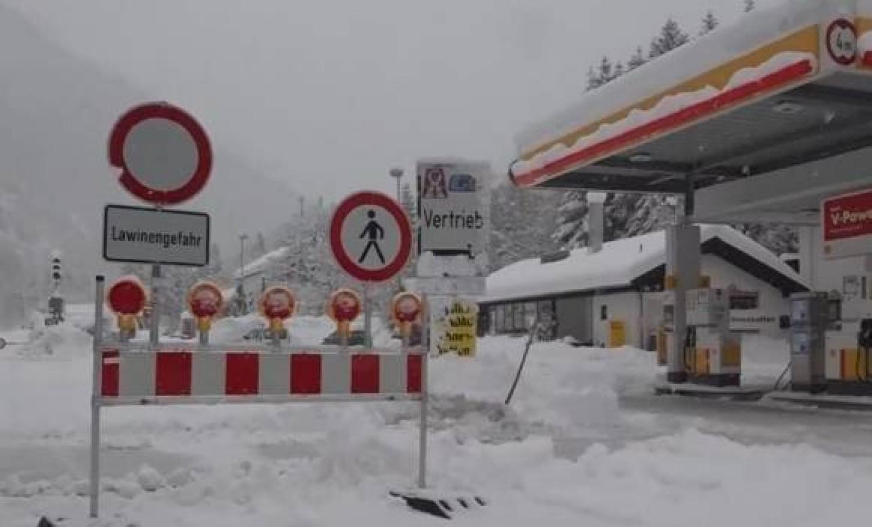 Hókáosz Ausztriában – áramkimaradás, járhatatlan utak, bezárt üzletek. Ránk is ez vár?