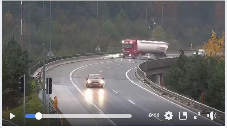 Videó a magyar kamion tragikus balesetéről, ahol nem a kamionos hibázott!