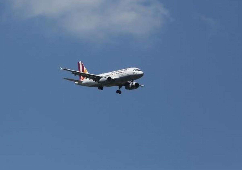 1 perce érkezett! Légikatasztrófa: lezuhant egy utasszállító, gyerekek is vannak… mindössze 2 túlélő van