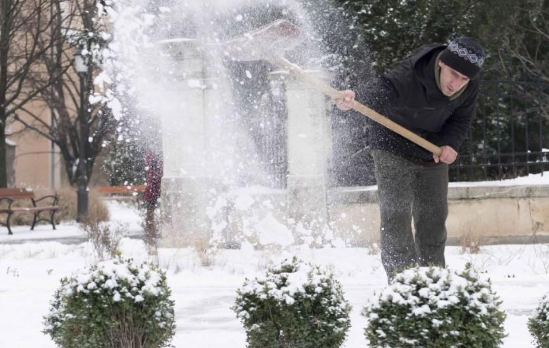 Megjött a hó - riasztás a széllökések, ónos eső miatt is