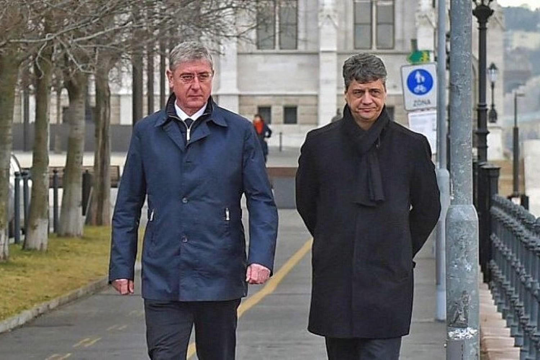 Távozik a parlamentből Gyurcsány jobbkeze