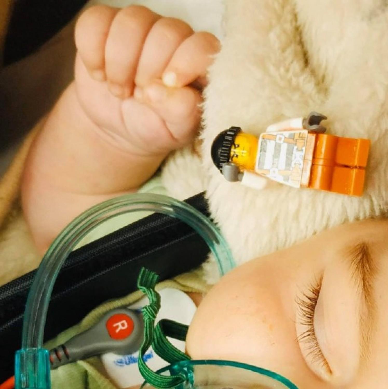 Drámai életmentés: legót nyelt egy csecsemő