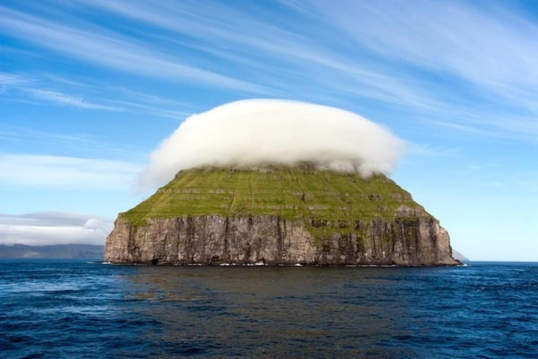 Egy kicsi sziget saját felhővel