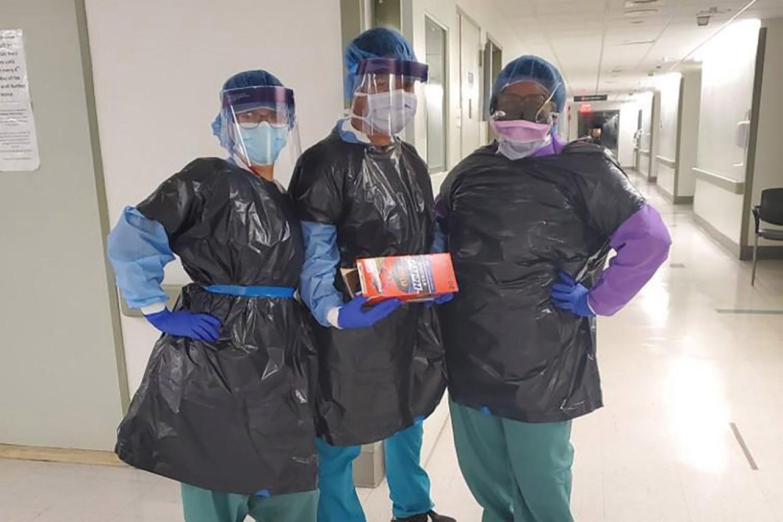 Meghalt az ápoló, aki szemetes zsákot volt kénytelen használni védőruhaként
