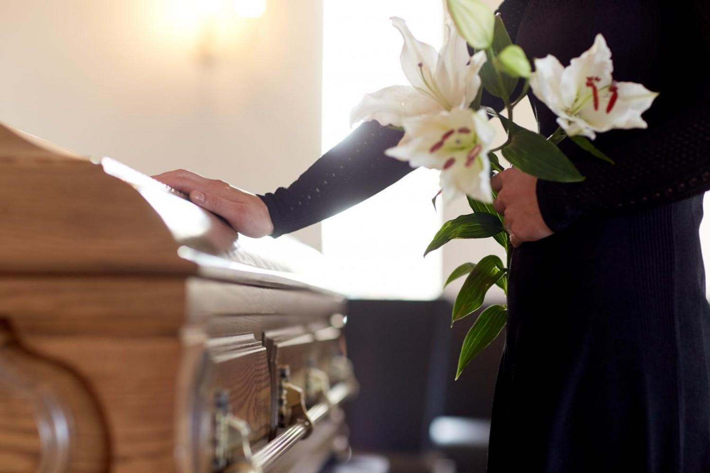 A temetés előtt vették észre, hogy nem saját halottjuk fekszik a koporsóban.