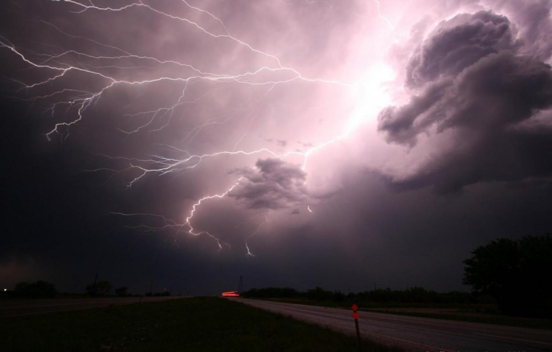 2-es riasztás! NAGYON VESZÉLYES IDŐ KÖZELEG: pár órán belül felhőszakadás éri el az országot