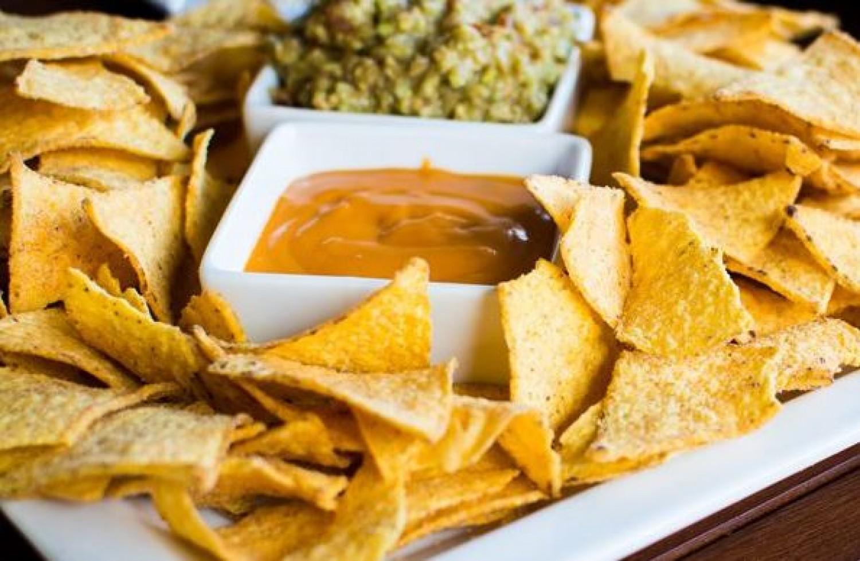 Így készíthetsz otthon tortilla chipset. Egyszerű, és rengeteg lesz belőle!