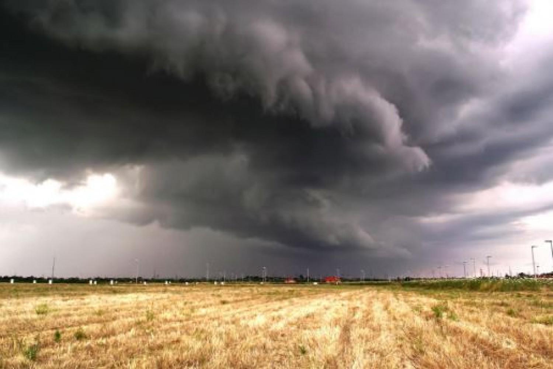 Jön  a vihar! Intenzív viharok, felhőszakadás és hőség vár ránk.