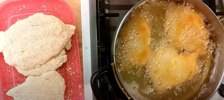 A vajpuha szaftos és omlós rántott csirkemell készítésének trükkjei
